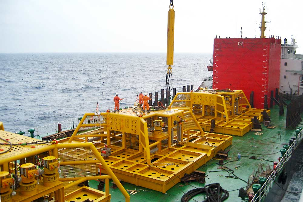 Installation of PLEM modules in the South China Sea